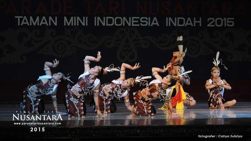 Parade-Tari-Nusantara-2015-kalimantan-tengah-03